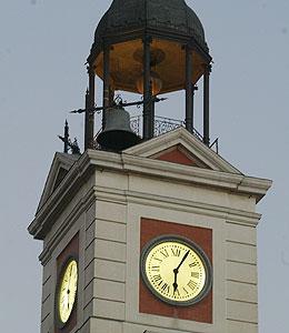 El reloj de la puerta del sol ediciones la librer a for Libreria puerta del sol