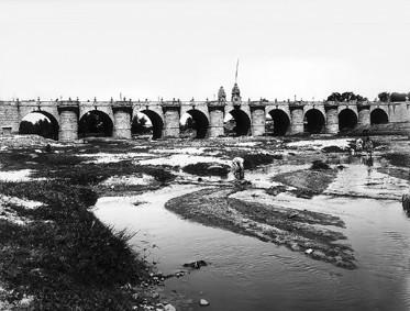 Lámina n? 68 [ Puente de Toledo. Hacia 1920 ]