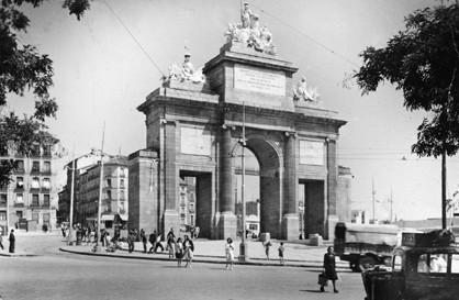 Lámina n? 76 [ Puerta de Toledo. Anos 50 ]