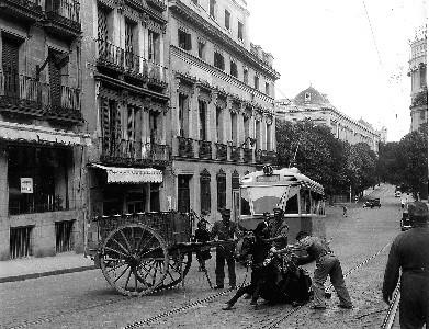 Madrid. Anos 50. Patinazo en la calle de Bárbara de Braganza