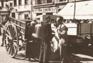 hombres descargando leche 1951