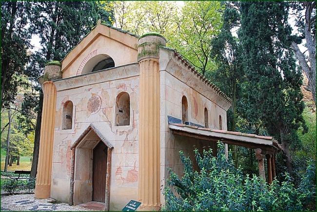 Ermita en el Parque del Capricho, Madrid