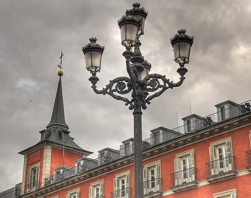Farola Fernandina en la Plaza Mayor, fotografía de Ramón Durán