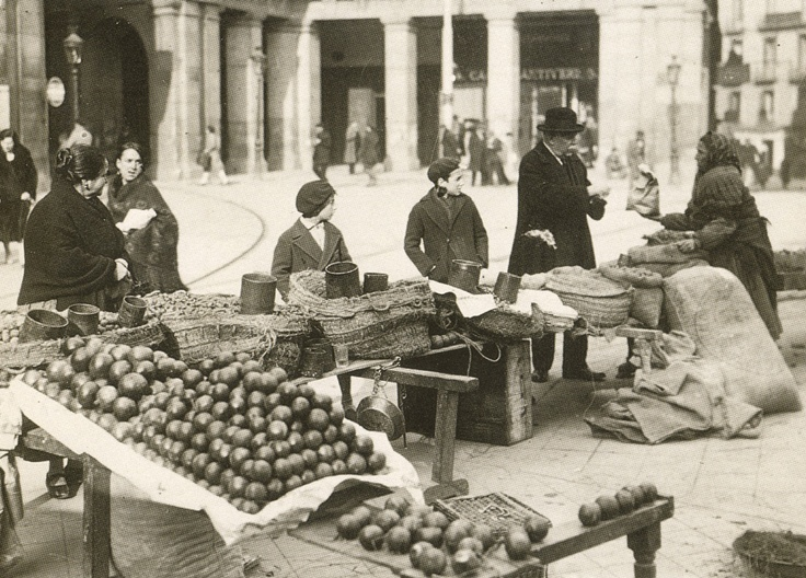 La foto de la semana: Comprando en la Plaza Mayor (1928)