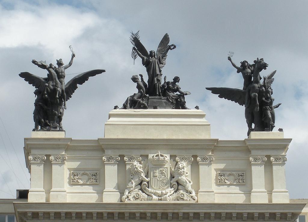 La Gloria y los Pegasos, Madrid