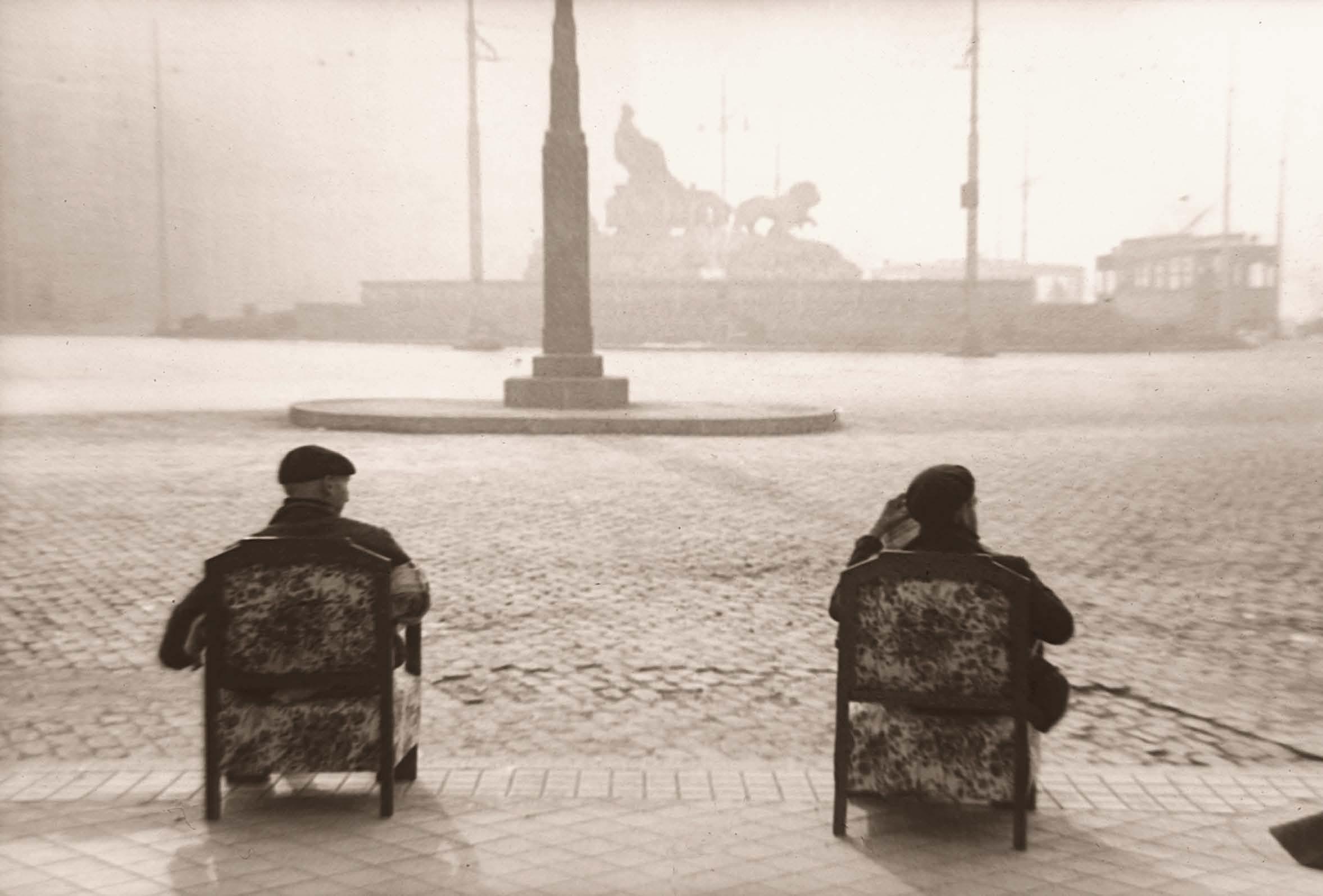 Fotos antiguas: Contemplando la Cibeles (1944)