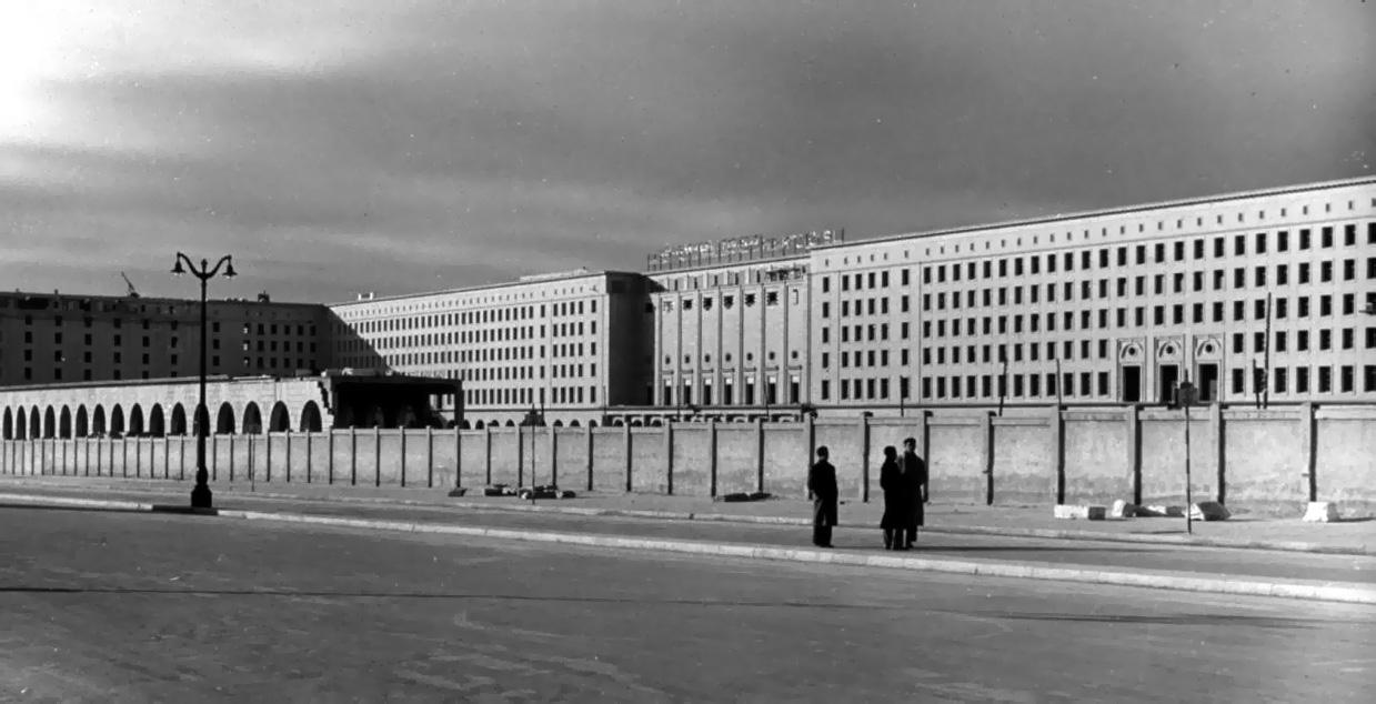 ¿Por qué hay unos edificios llamados Nuevos Ministerios?