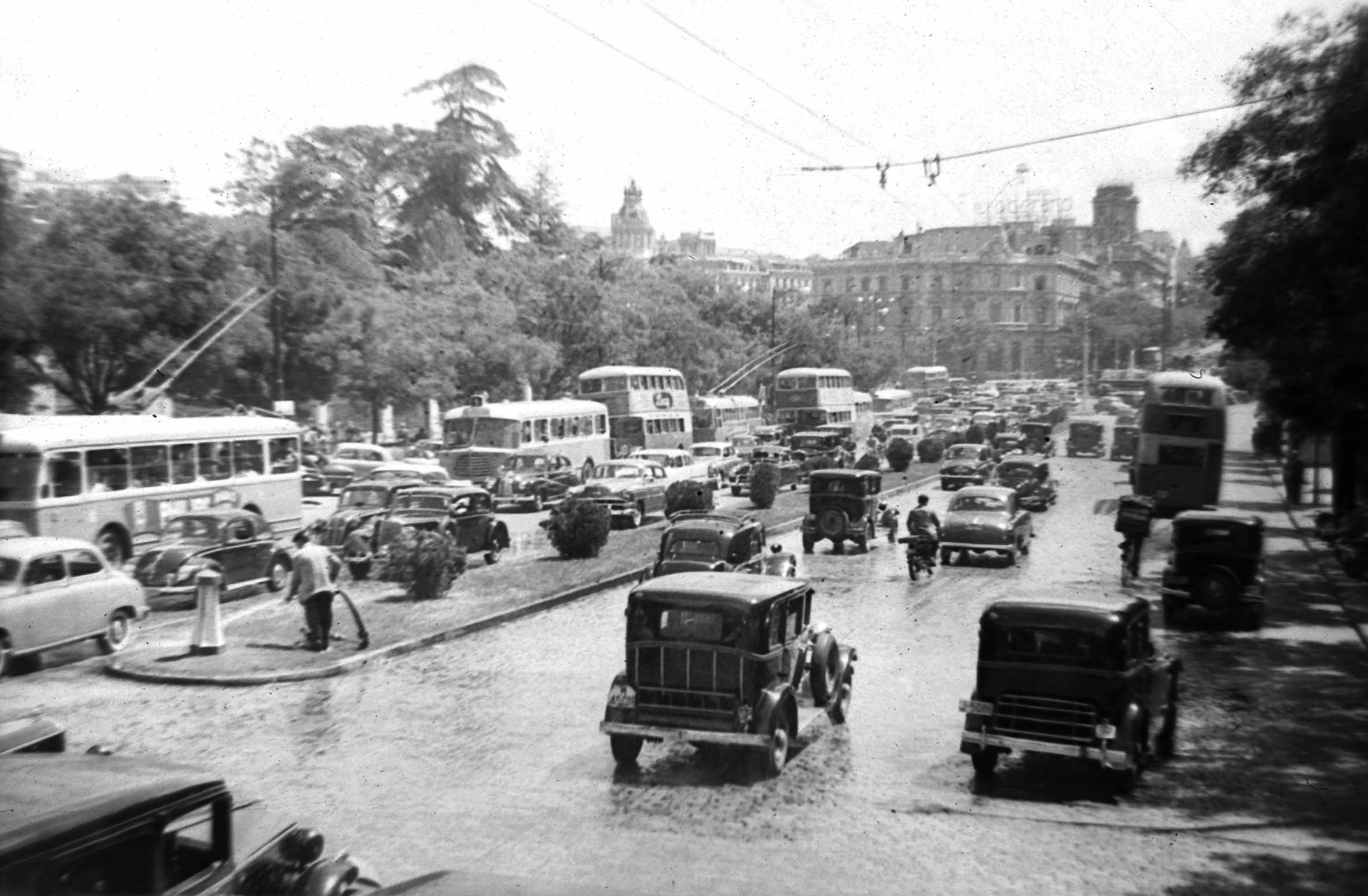 La foto de la semana: Tráfico en la Calle de Alcalá (1955)
