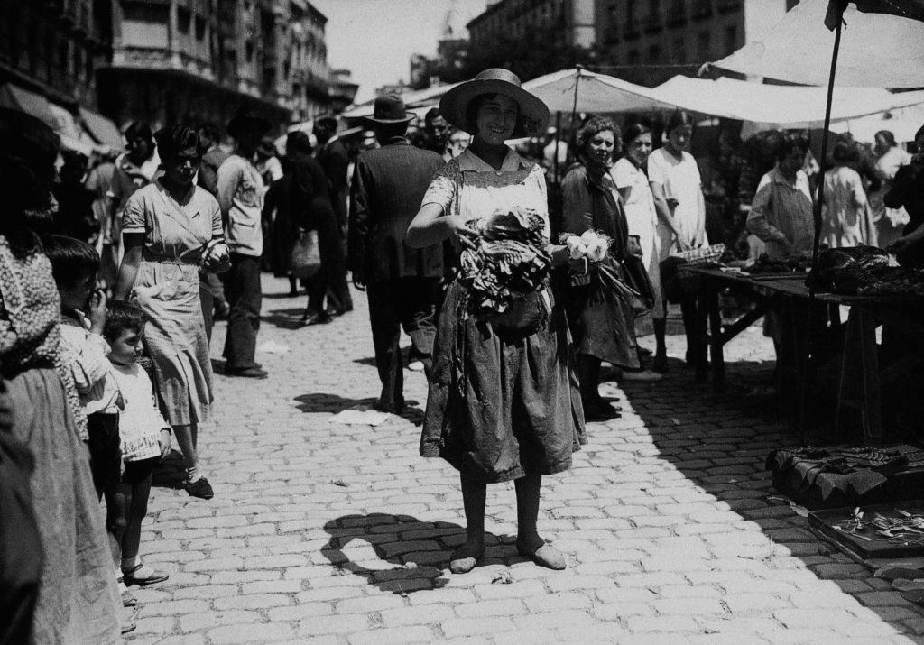 Venddora en El Rastro, 1933. Madrid
