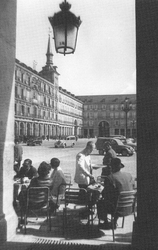La foto de la semana: Terraza en la Plaza Mayor (1961)