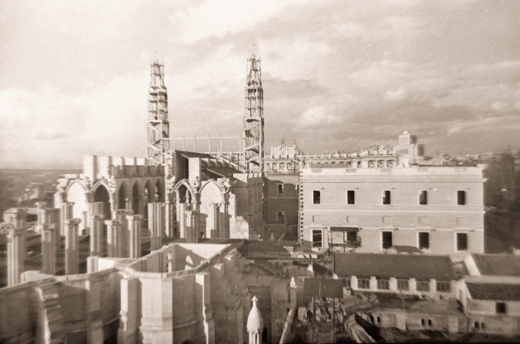 Obras en la Catedral de la Almudena, 1956. Madrid