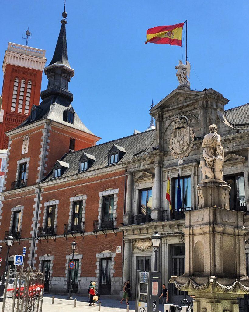 Dormir bajo el ángel en Madrid