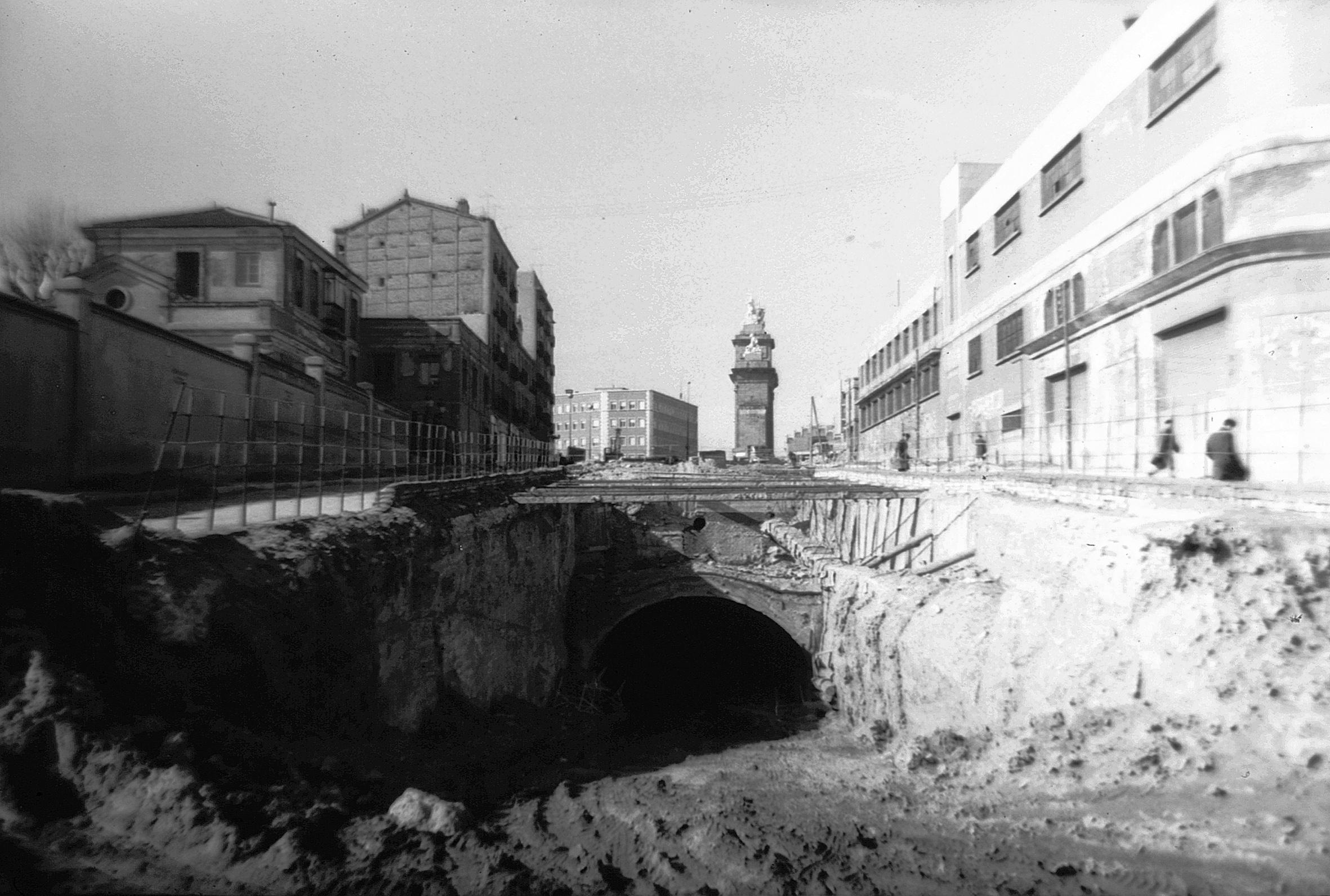 La foto de la semana: Ronda de Toledo. Obras del metro, 1965