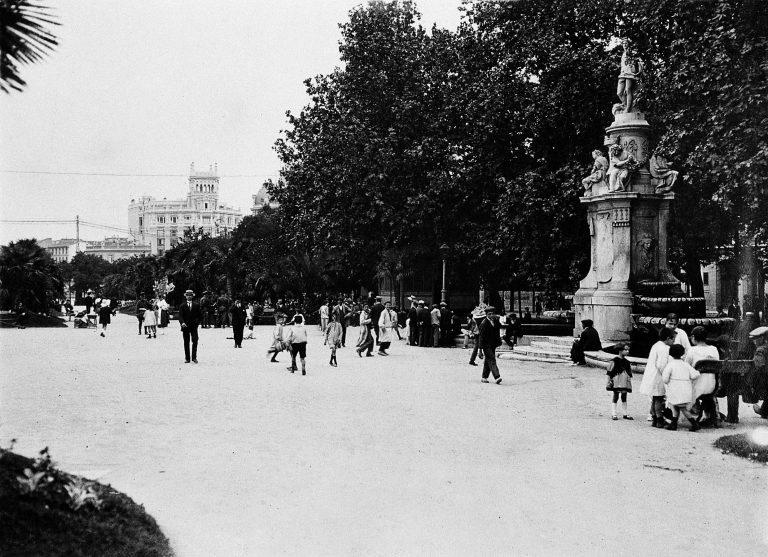 La foto de la semana: Paseo del Prado, años 30